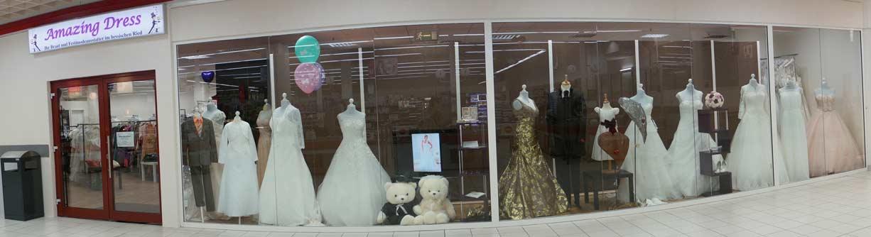 Brautmode im Fenster von Amazing-Dress