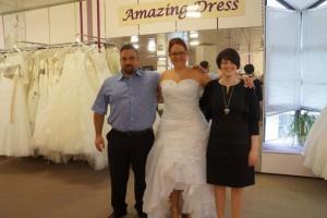 Braut Andrea vorne kurz Brautkleid