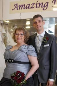Braut Désireé und Klemens graues Brautkleid