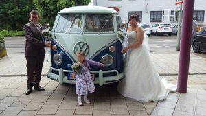 Baut Anna mit VW Bus bei Ihre Hochzeit