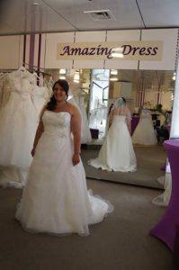 Die Braut Tania vor dem großen Spiegel