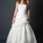 Brautkleid gerafft mit Stickereien