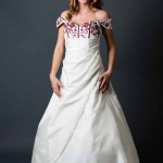 Brautkleid mit rotem oberteil