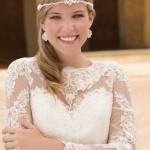 Brautkleid mit vielen Stickereien