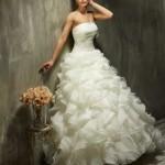 Brautkleid mit sehr viel rüschen