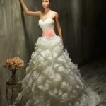 Brautkleid mit vielen rüschen