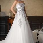 Brautkleid mit stikereien