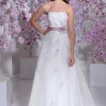 Brautkleid mit lila Gürtel