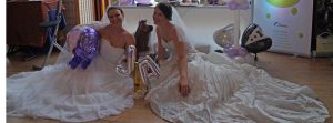Brautmodels auf dem Boden Sitzend in Erbach