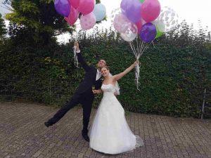 Brautpaar Kerstin mit Luftballons