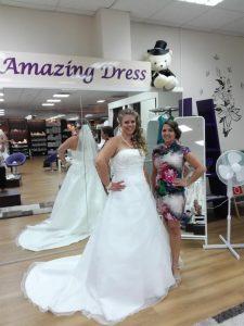 fertiggemachte Braut im brautkleid
