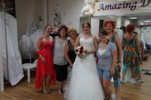 braut tanja mit Gruppenbild amazing_dress