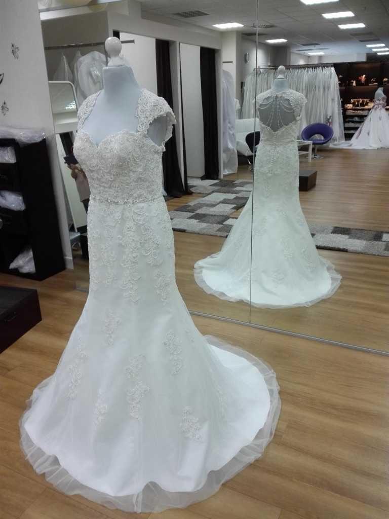 Brautkleid mit Perlen rücken