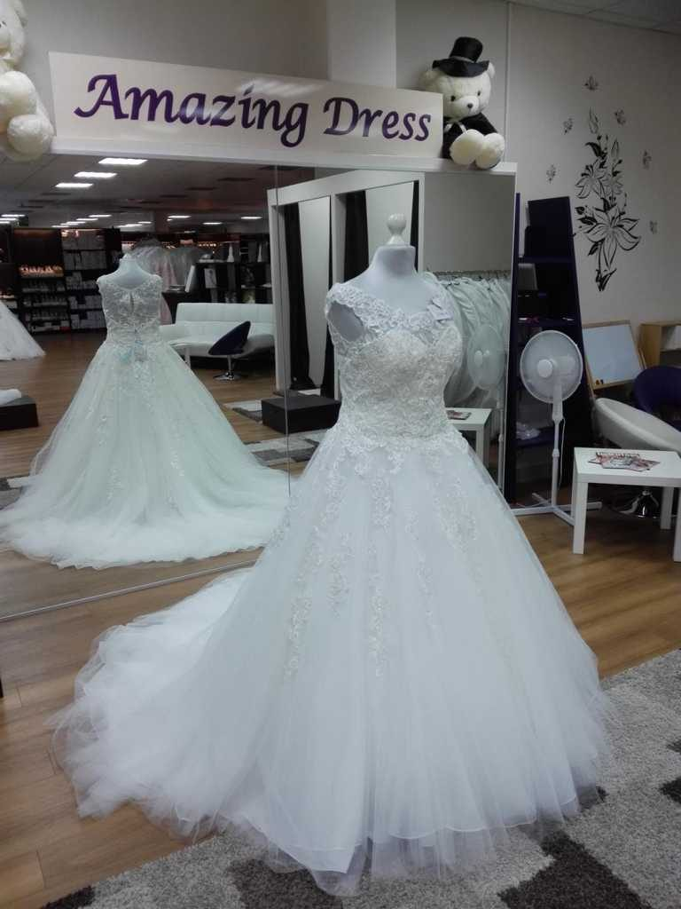 Brautkleid in IIvory mit Trägern und Spitze