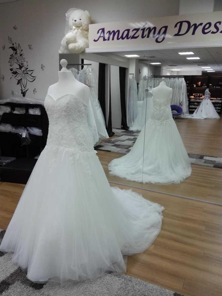 Brautkleid in Ivory mit Spitze