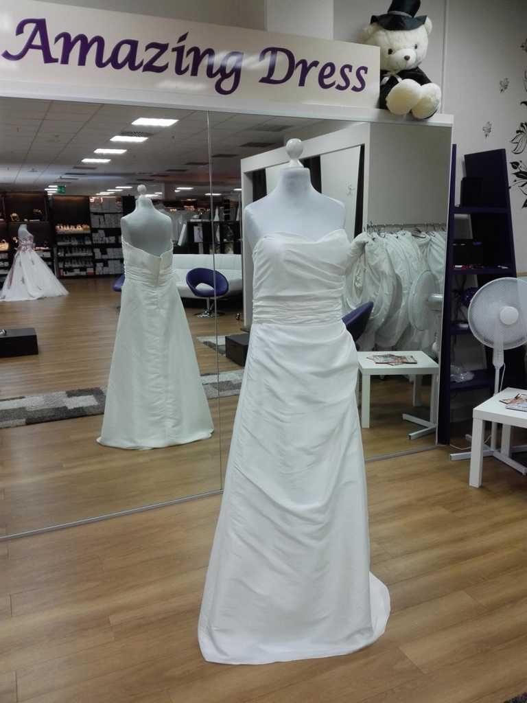 Brautkleid aus Taft mit Perlen