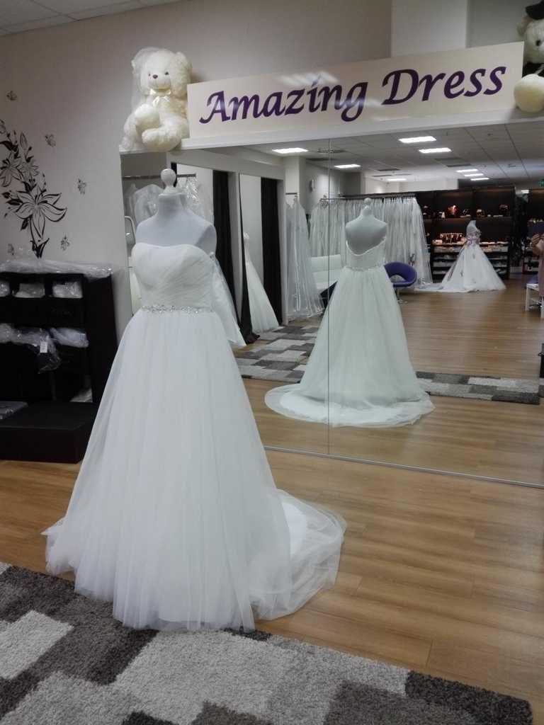 Brautkleid mit Tüll ohne Träger mit Glitzegürtel